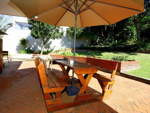 11 Embuia Braai facing garden