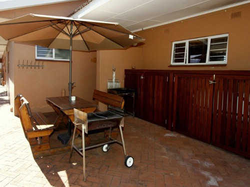 12 Embuia Braai facing unit