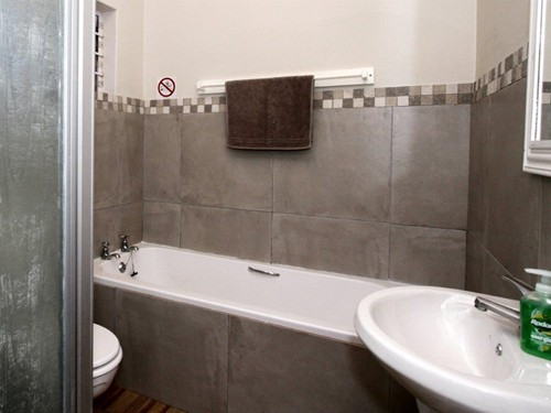 7 Embuia Bathroom
